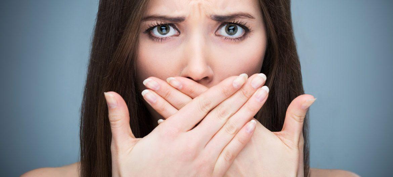 Как избавить человека от неприятного запаха изо рта