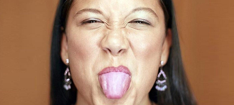Корень языка обложен белым налетом