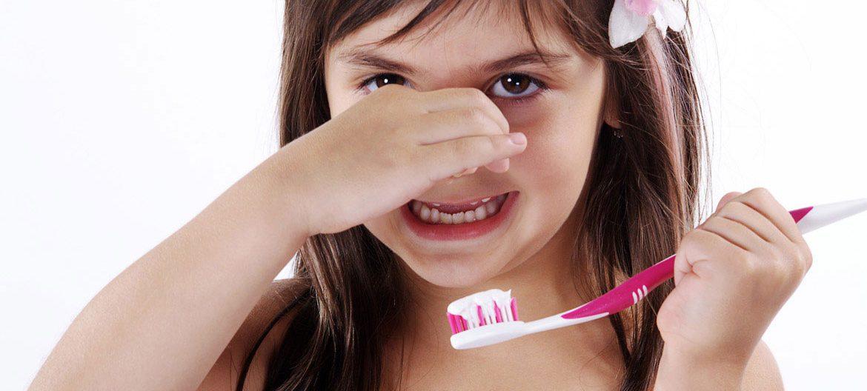 Сильный запах изо рта у ребенка, причины