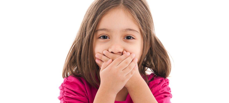 Плохой запах изо рта у ребенка
